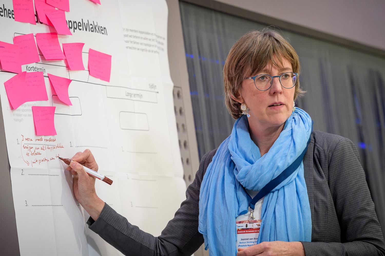 Jeannet van Arum, vice-voorzitter Stichting Ivera, tijdens het gezamenlijk kenniscafé van LVMB, IVERA, CVN en IVER op 17 januari in Utrecht